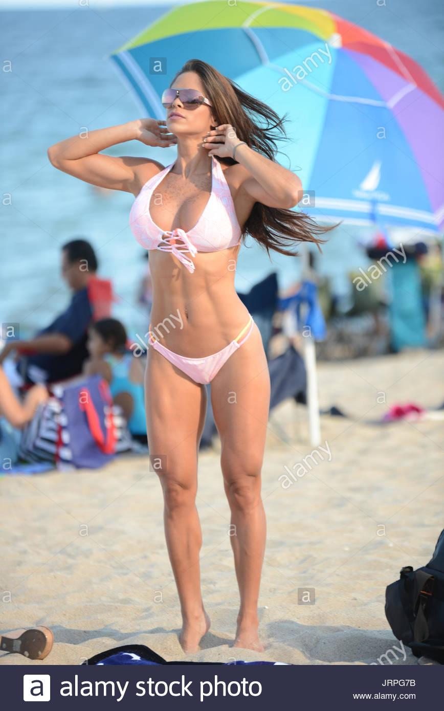 2019 Michelle Lewin nude (21 photos), Pussy, Paparazzi, Twitter, bra 2006
