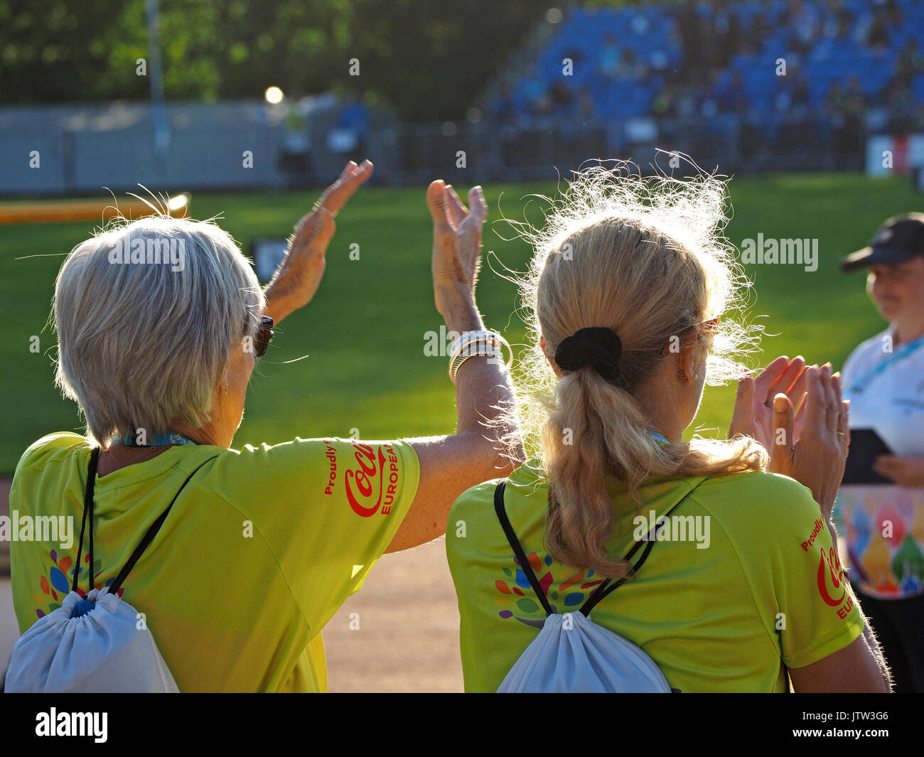 Sheffield, UK. 10th August, 2017. Volunteers applaud at the sunshine at Special Olympics National Games in Sheffield - Stock Image
