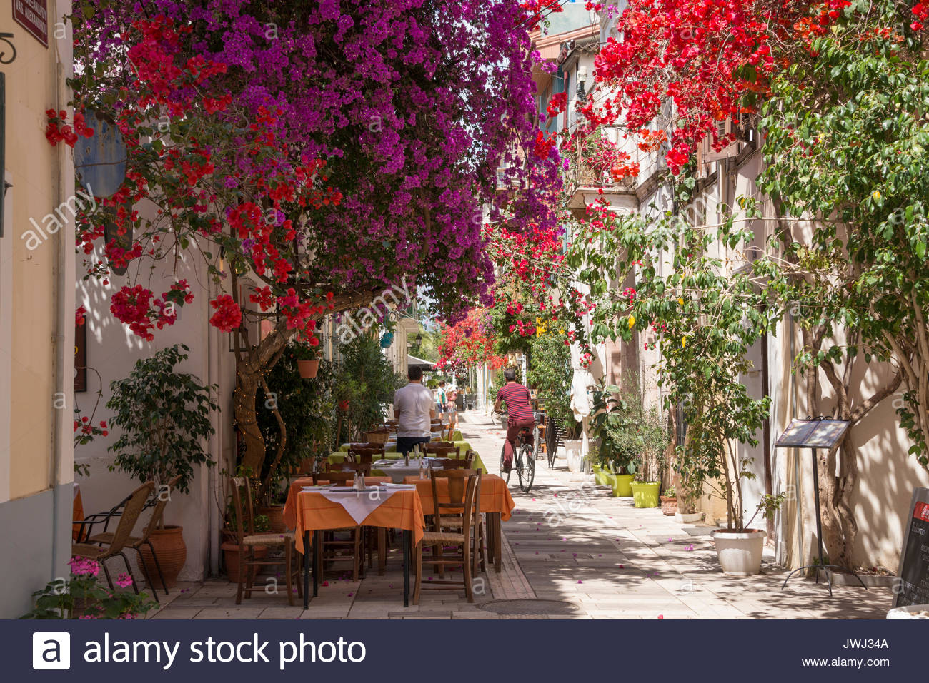 street-in-nafplio-with-outdoor-restaurants-JWJ34A.jpg