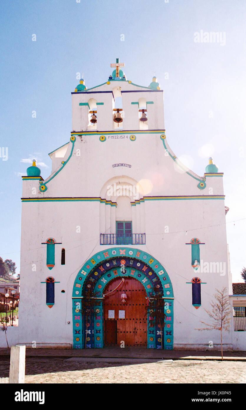 Iglesia (church) de San Juan Bautista in the small town of San Juan Chamula. Chiapas, Mexico. This church is one - Stock Image