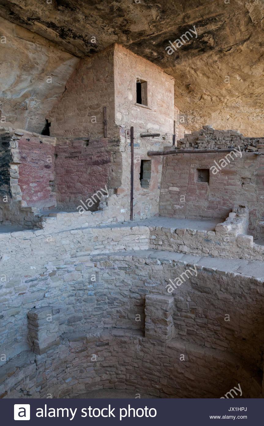 Anasazi cliff dwellings stock photos anasazi cliff for Kiva house
