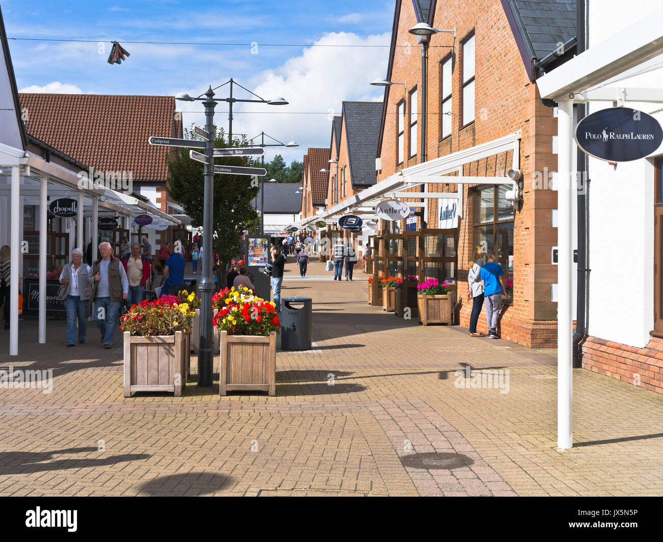 dh Gateway Outlet Village GRETNA GREEN DUMFRIES Shoppers mall shops outlets  retail shopping scotland f32c642c34
