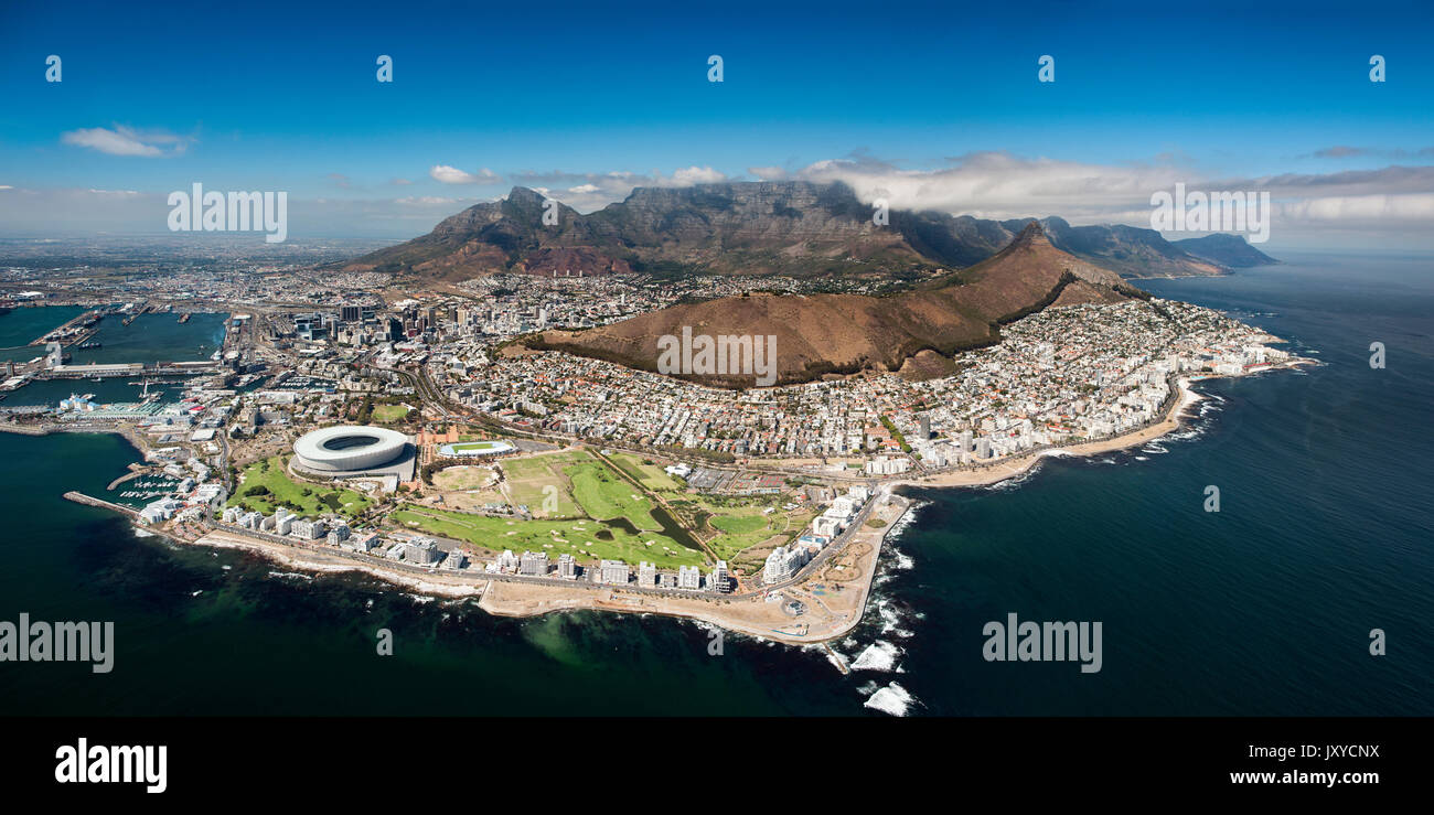 Aerial view of the city of Cape Town and Table Mountain in South Africa. - Stock Image