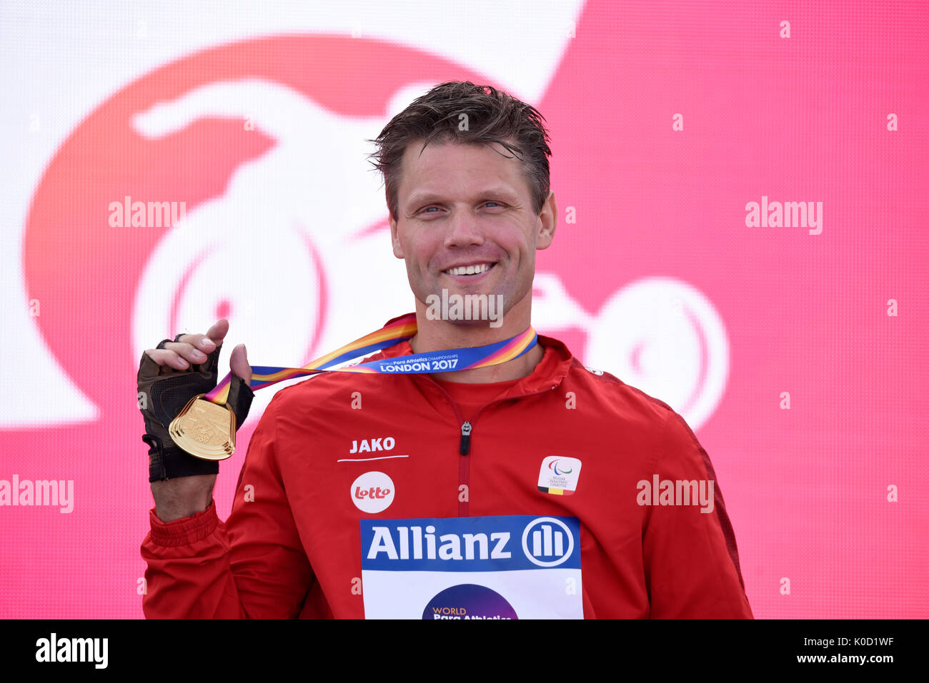 peter-genyn-of-belgium-gold-medalist-at-the-medal-ceremony-for-the-K0D1WF.jpg
