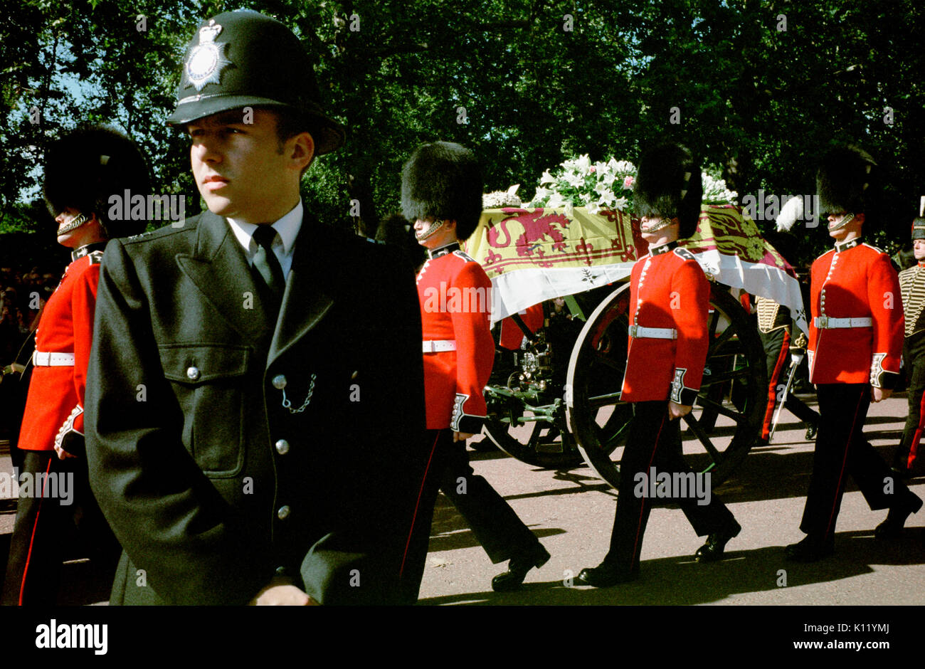 London, UK, 6th September, 1997. Funeral of Diana, Princess of Wales. Princess Diana's coffin draped with the royalStock Photo