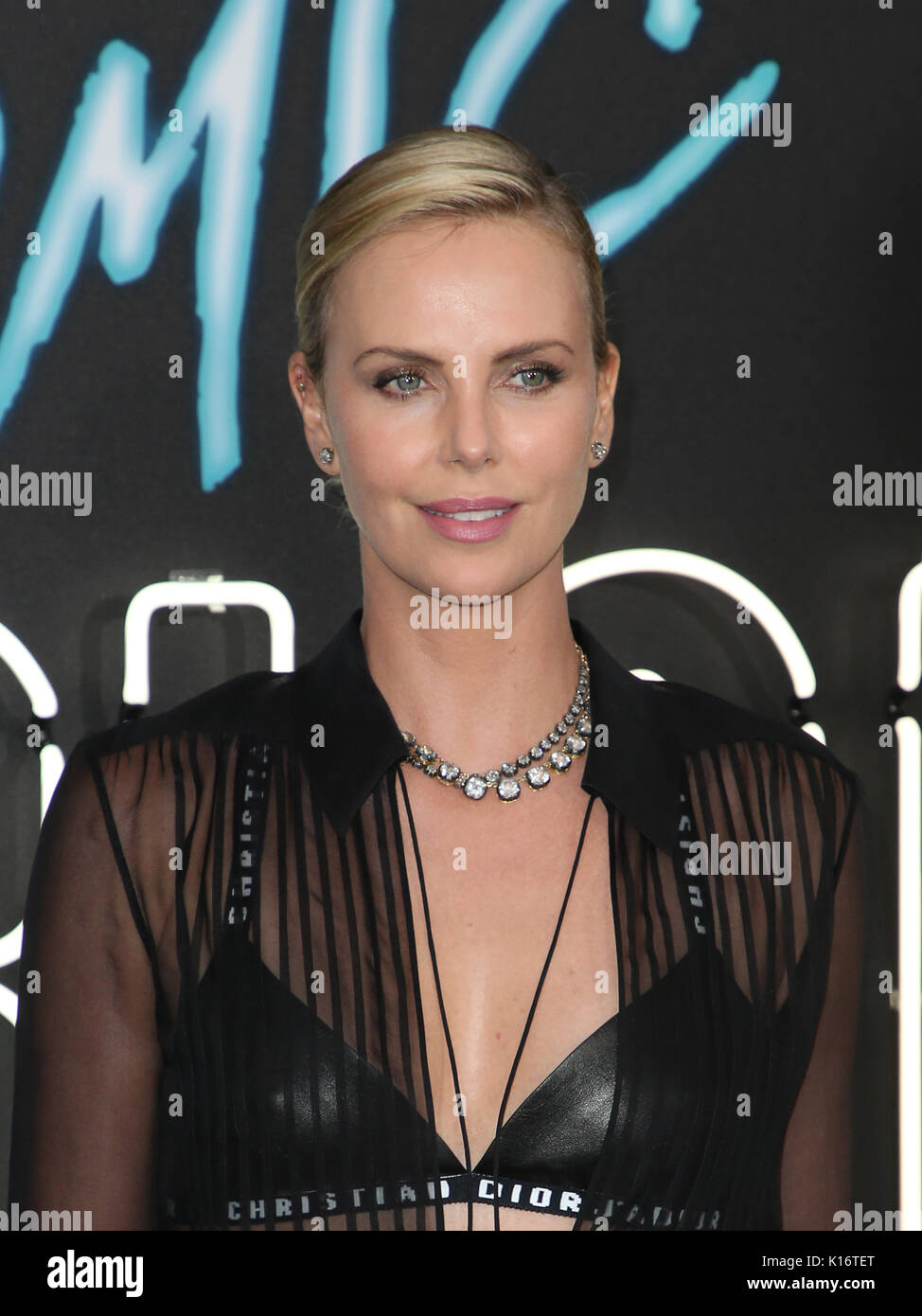 Charlize theron atomic blonde premiere in los angeles new foto