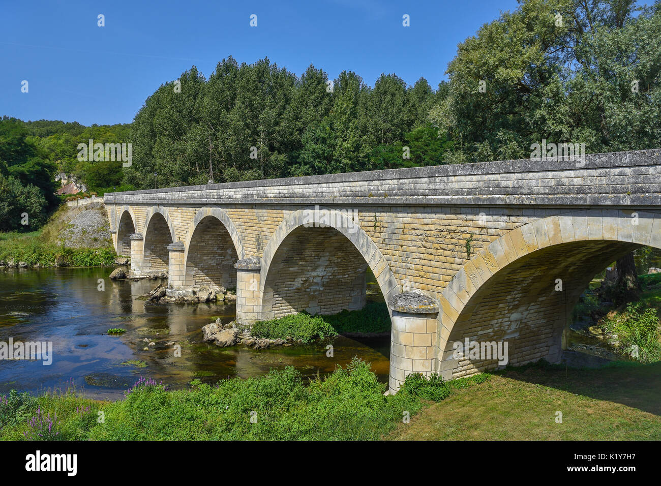 Bridge across river Gartempe, Saint-Pierre-de-Maillé, Vienne, France. - Stock Image