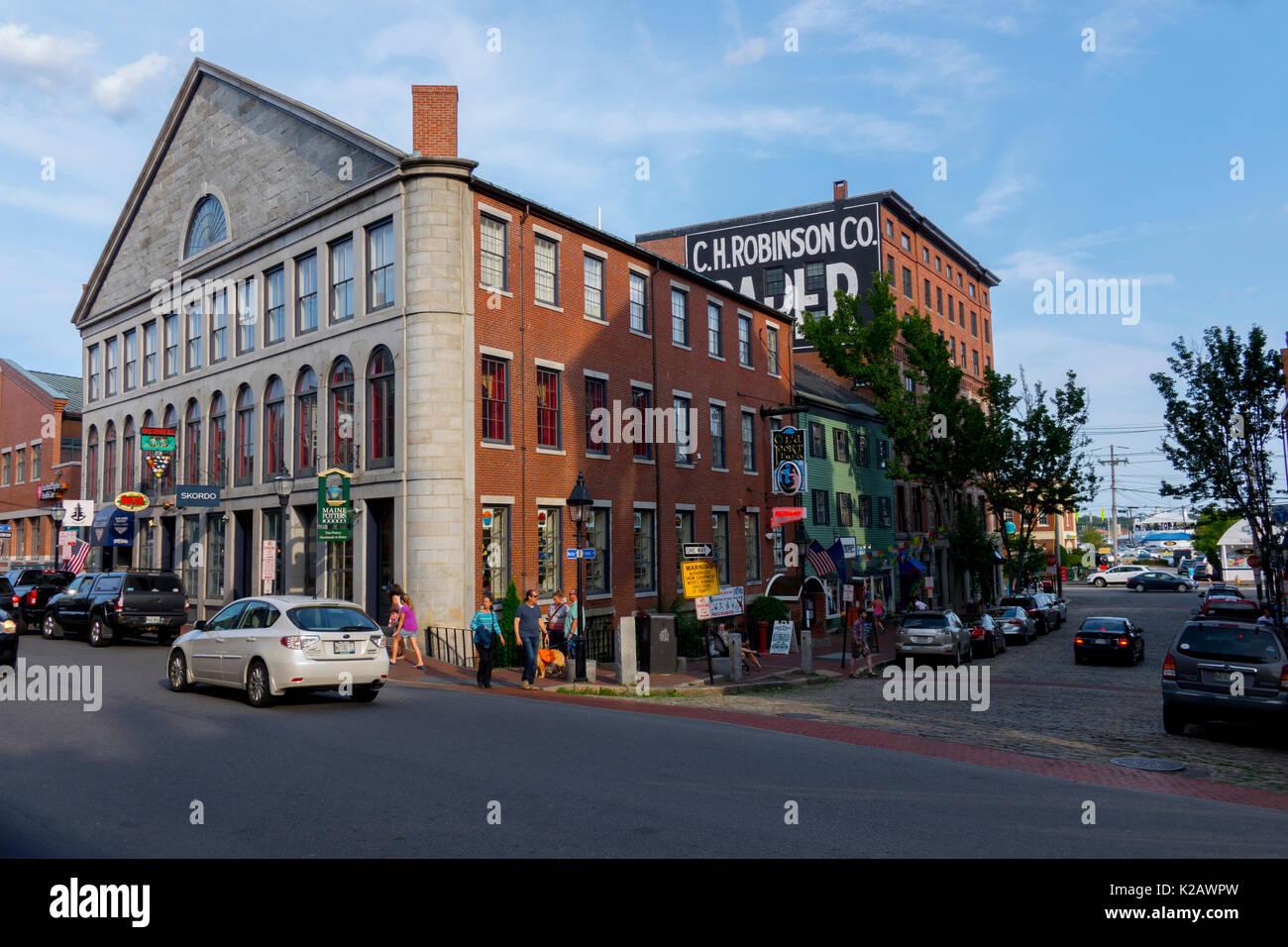 usa-maine-me-portland-fore-street-in-old-downtown-portland-city-shops-K2AWPW.jpg