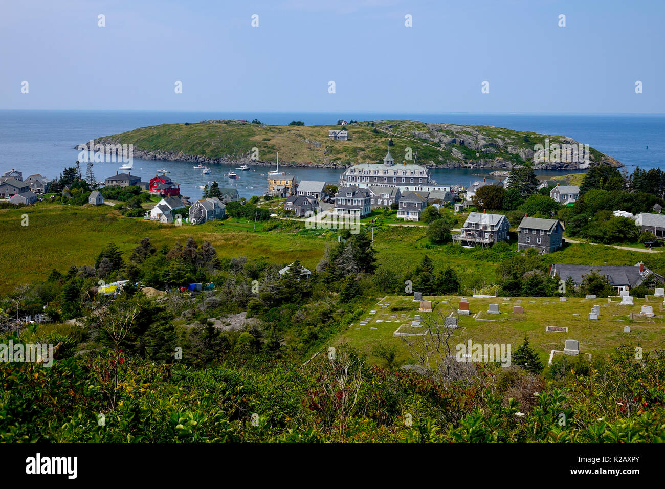 usa-maine-me-monhegan-island-view-of-center-of-town-from-the-lighthouse-K2AXPY.jpg
