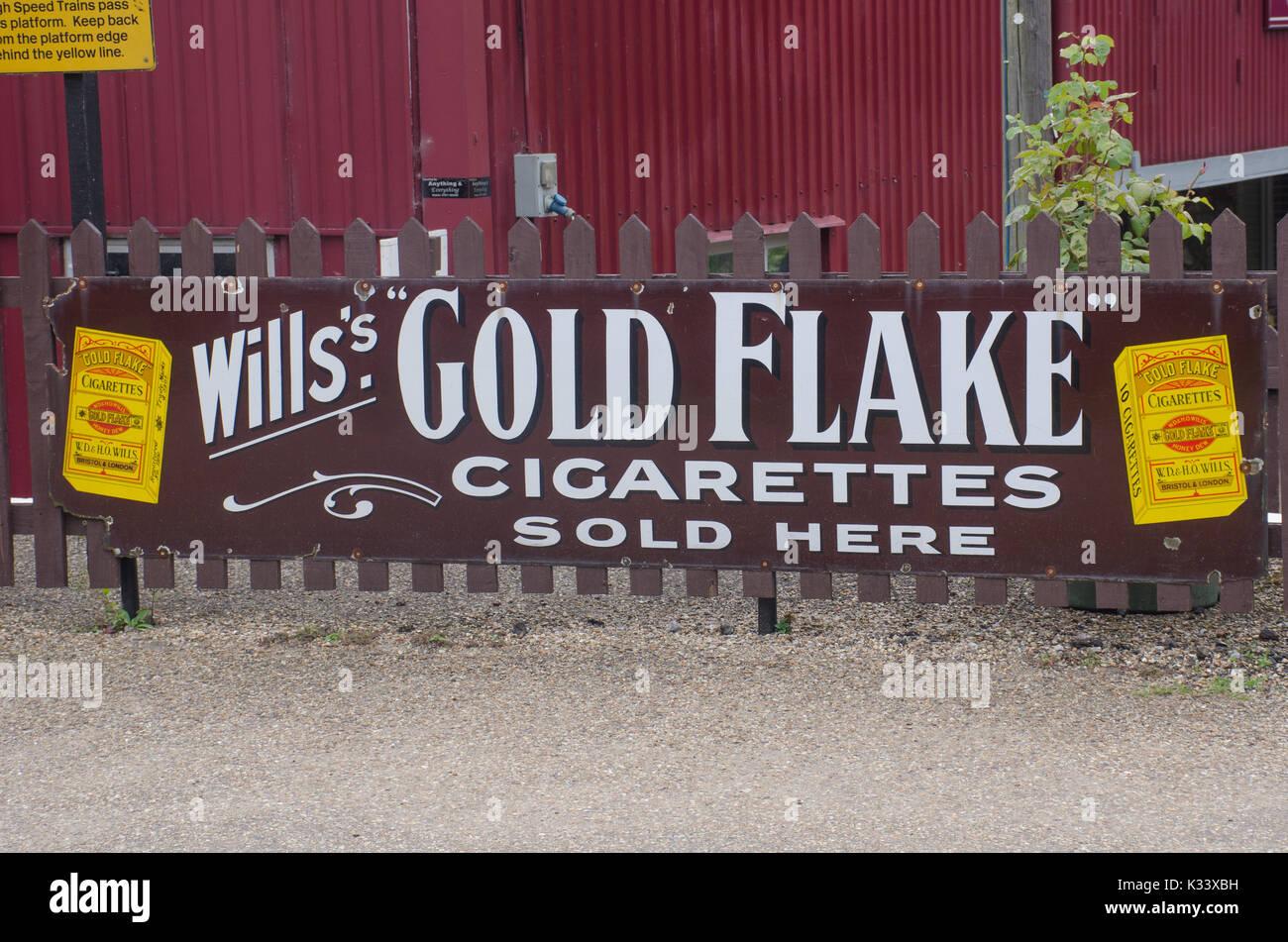 Filter vs filterless cigarettes Marlboro