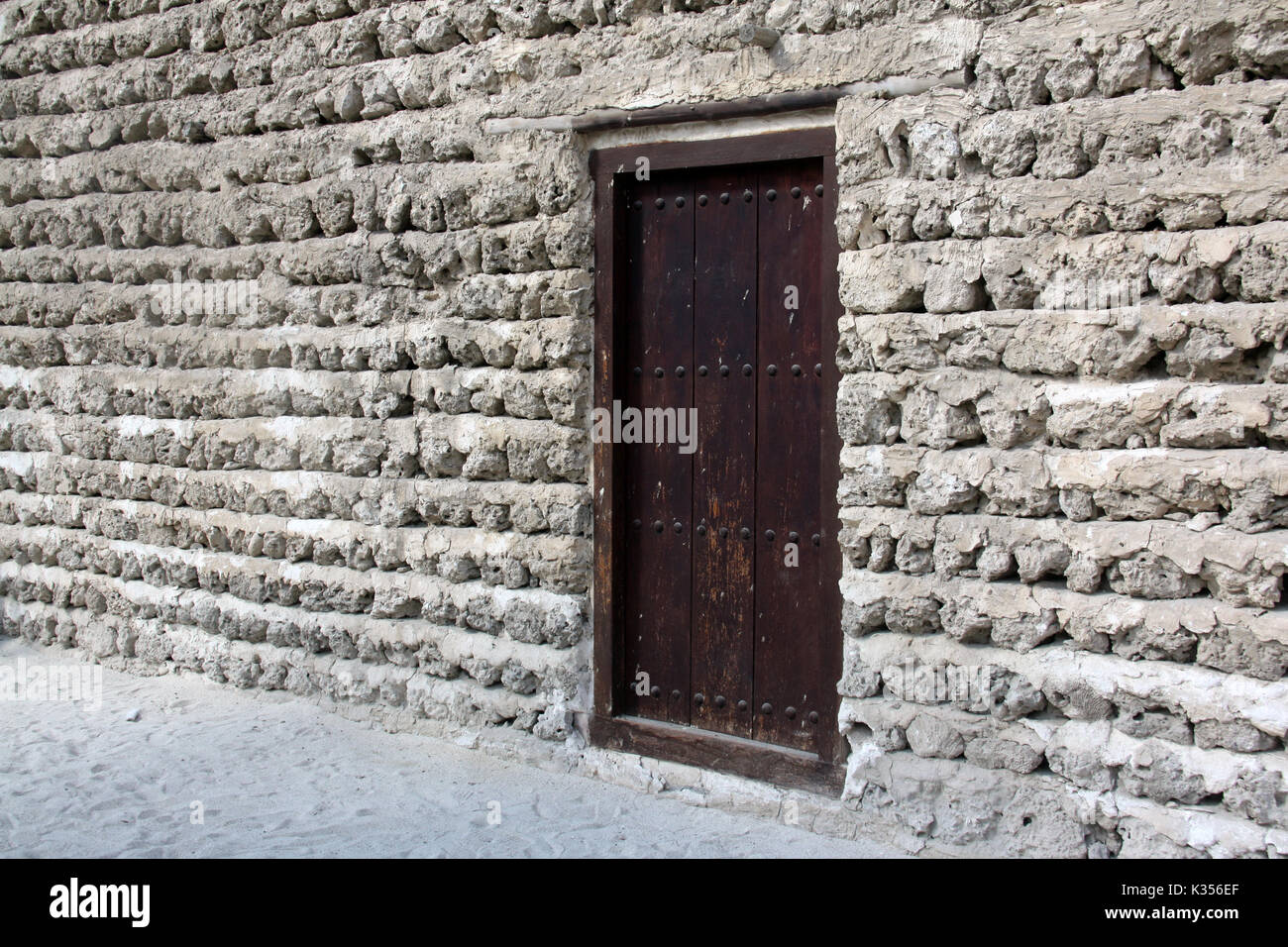 The traditional door at the entrance of an ancient Arabian fort. - Stock Image
