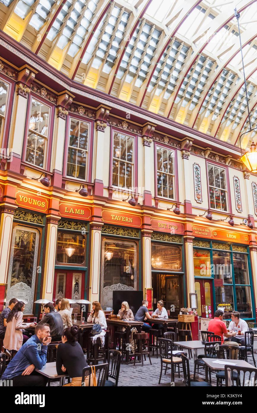England, London, The City, Leadenhall Market, Pub Scene - Stock Image