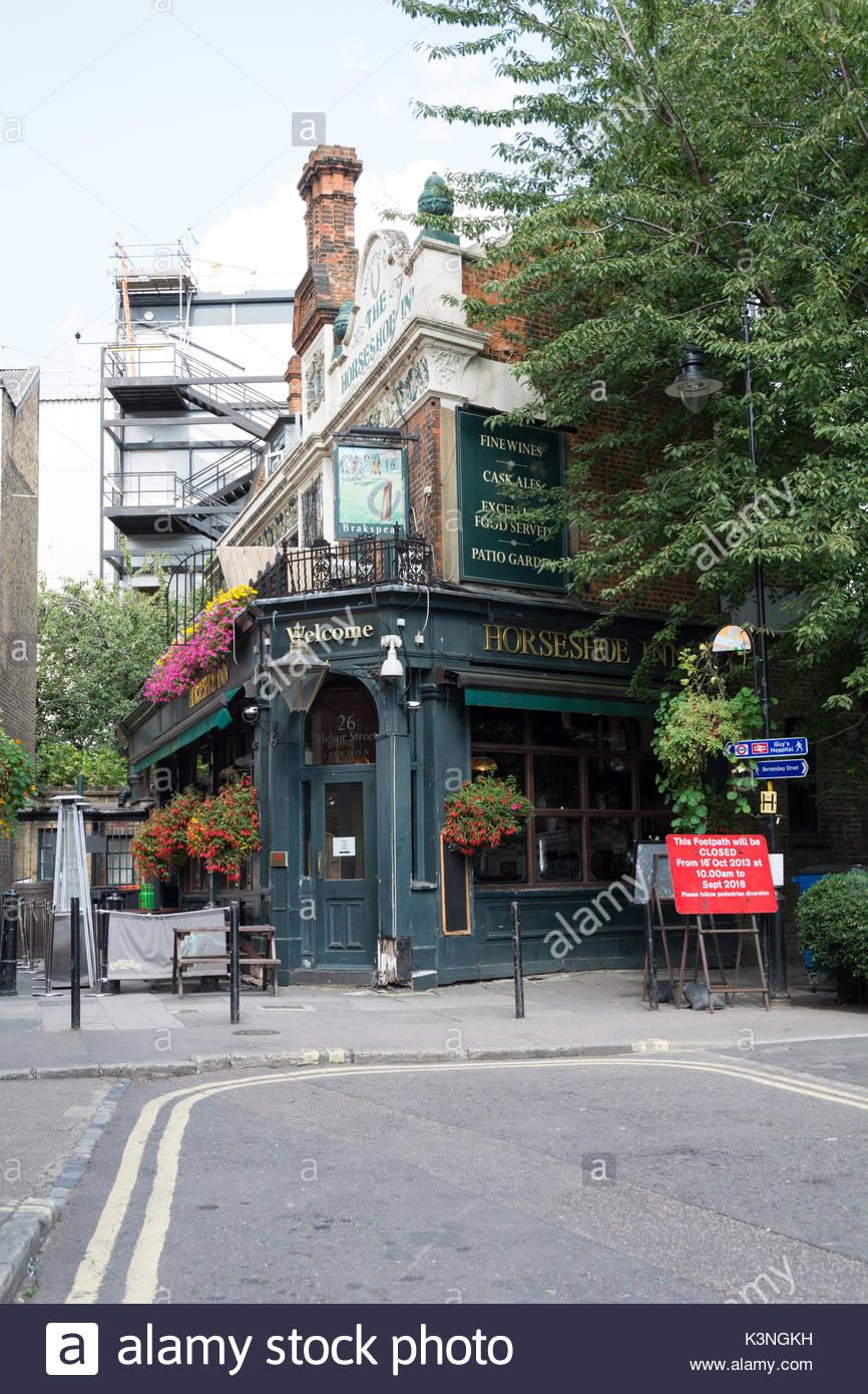 Traditional london boozer stock photos traditional for Crown motor inn gun hill