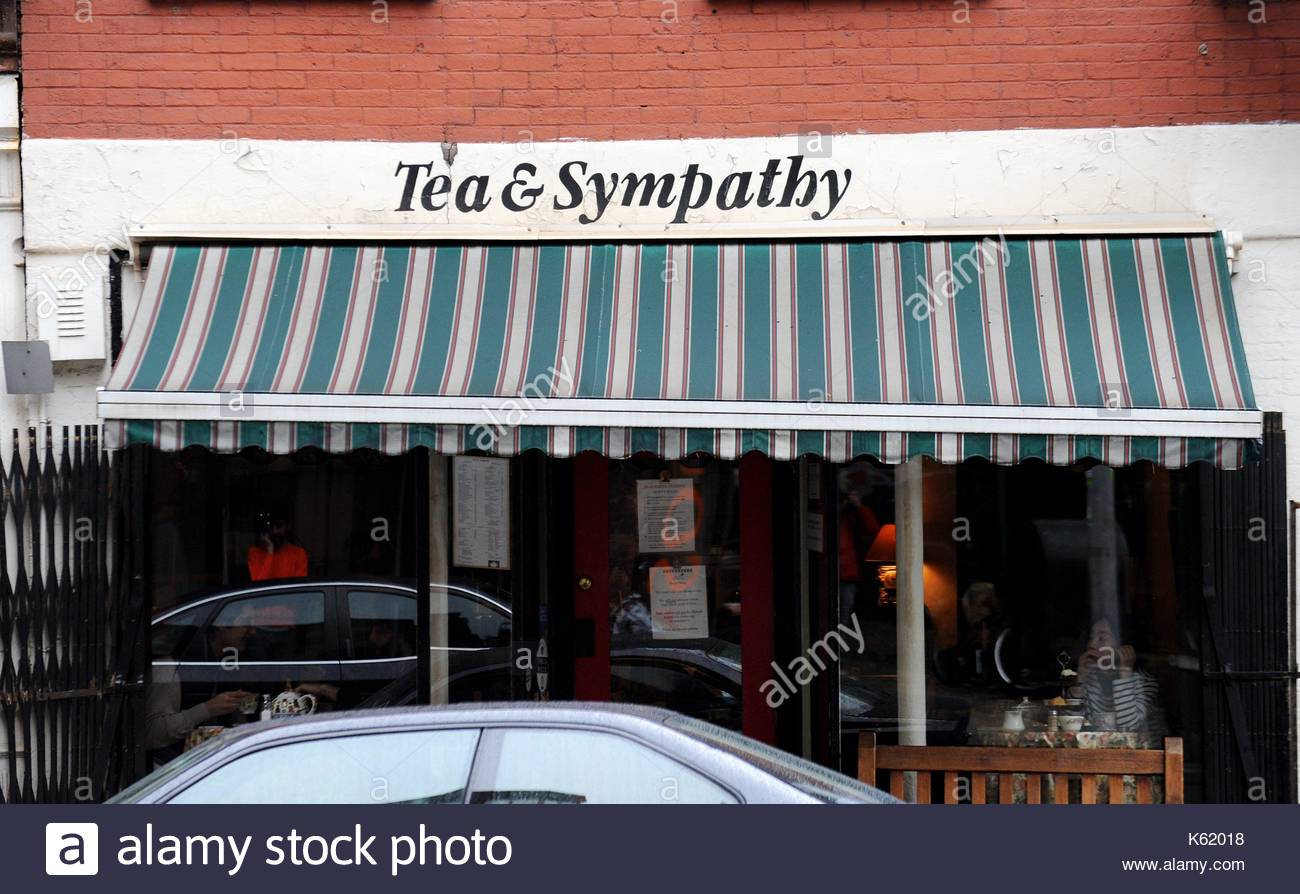 Tea & Sympathy. Kate Bosworth and James Rousseau have tea on a rainy day in downtown Manhattan. - Stock Image