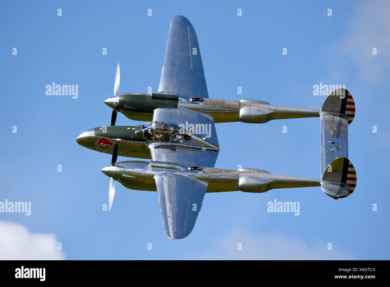flying-bulls-red-bull-sponsored-lockheed-p-38-lightning-flying-at-K6GTC4.jpg