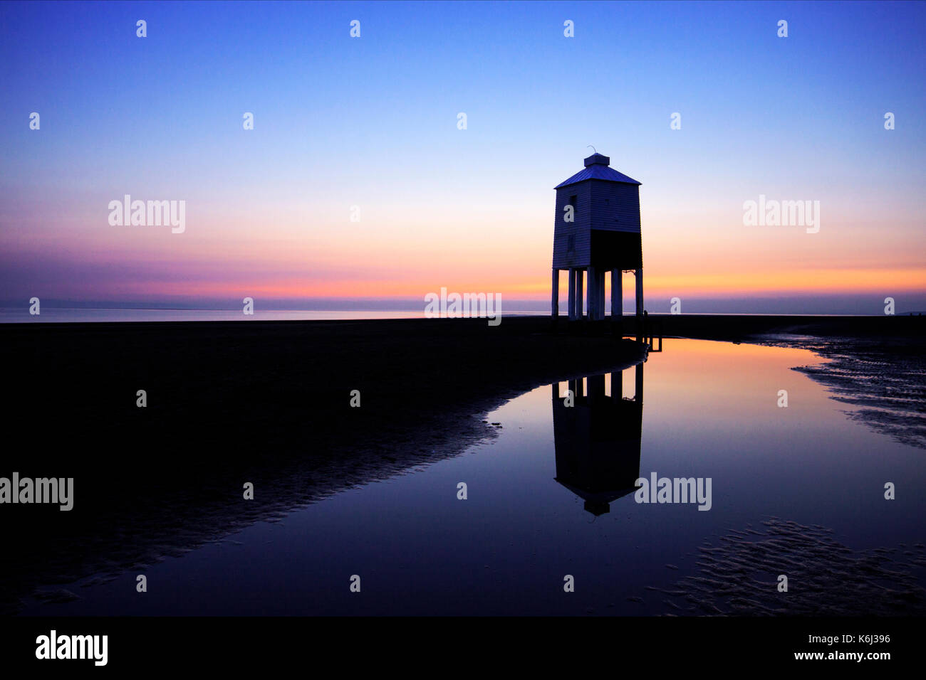 the-burnham-on-sea-uk-low-lighthouse-at-