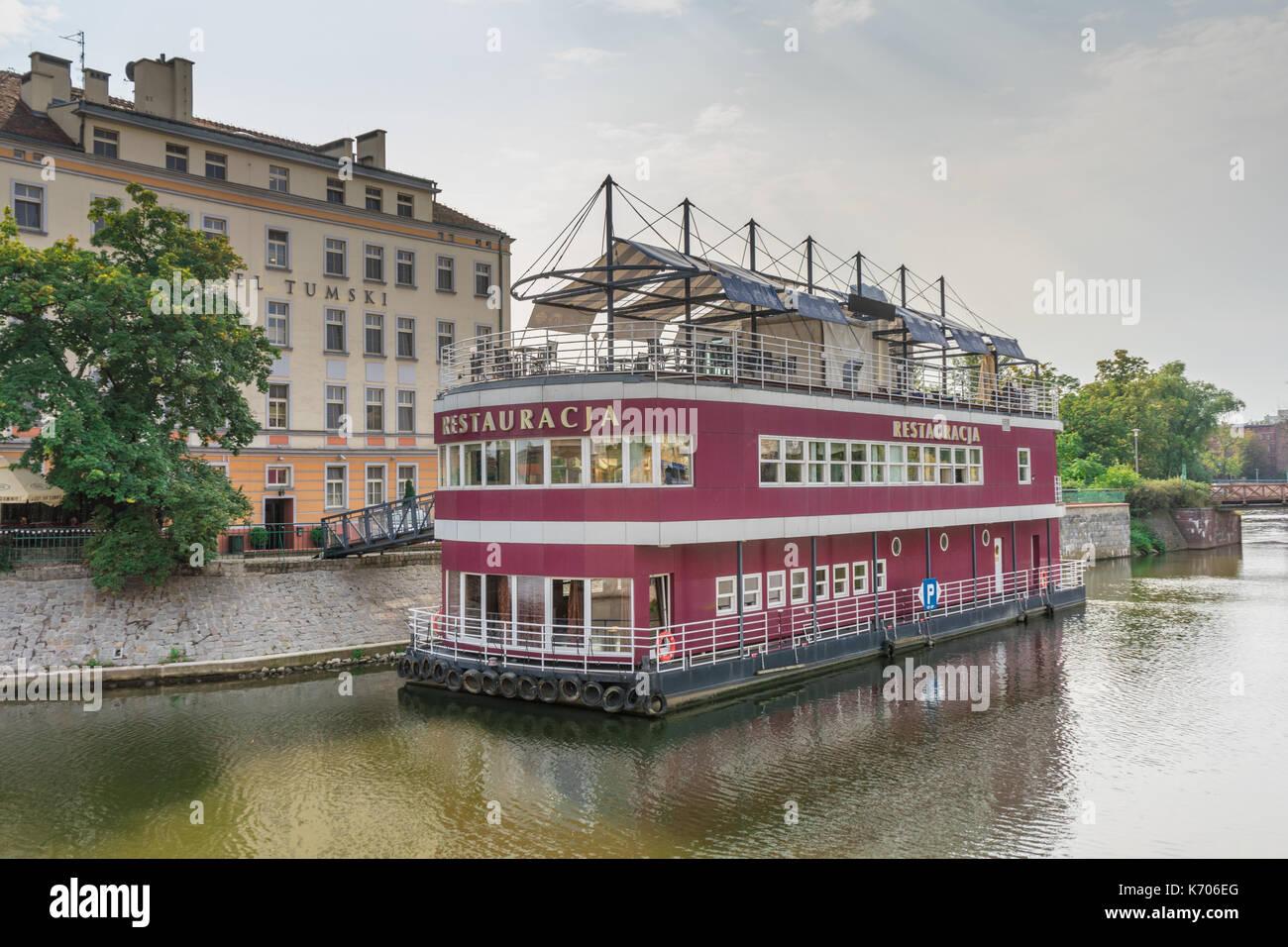 floating-restaurant-boat-barka-tumski-on-the-oder-river-outside-the-K706EG.jpg