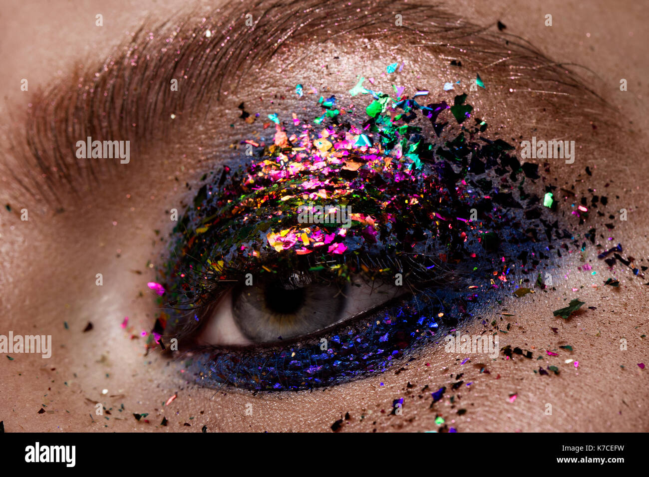 Beautiful Eyes Glitter Make-up.