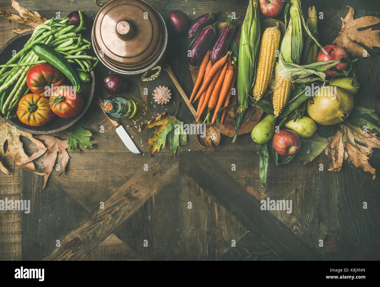 Autumn healthy ingredients for Thanksgiving day dinner, copy space - Stock Image