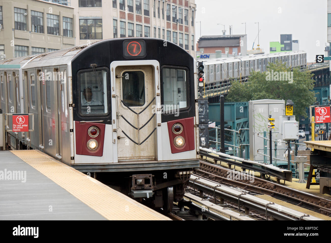 The Manhattan bound #7 elevated subway train pulling into the 45th Road-Courthouse Square station in Long Island - Stock Image