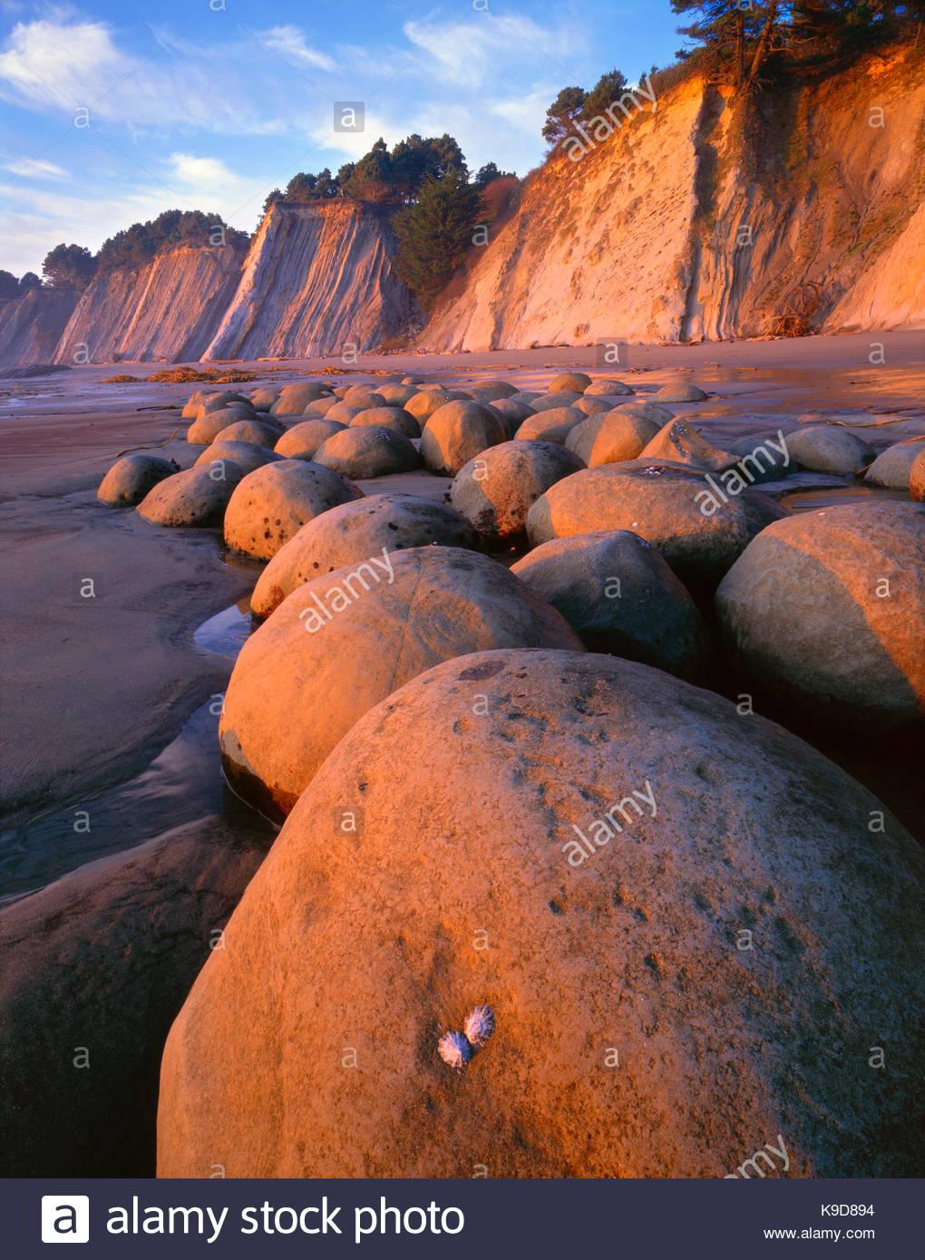 Sunset on Bowling Ball Beach, Schooner Gulch State Park, Mendocino Coast, California - Stock Image