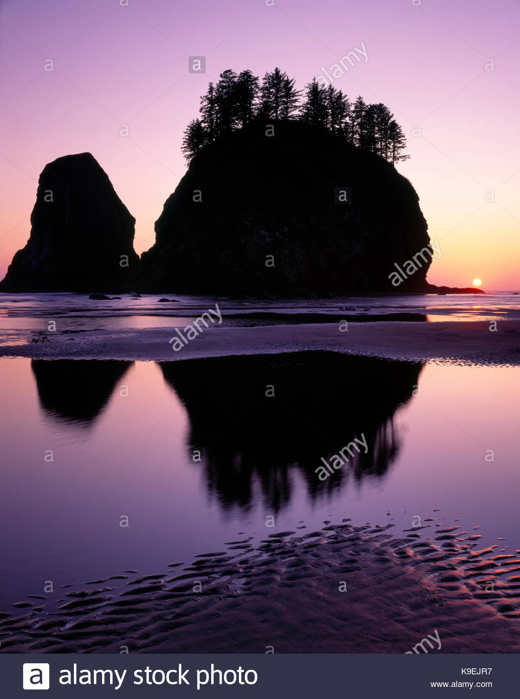 Crying Lady Rock and Sunset at Second Beach, Olympic National Park, Washington - Stock Image