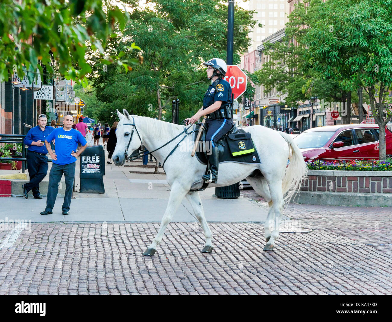mounted-policewoman-in-the-old-market-om