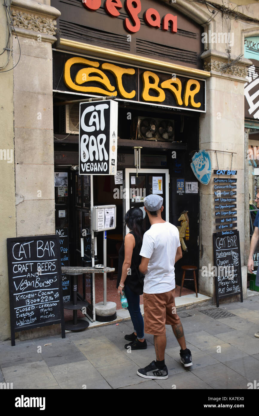 Catalonia, Spain Sep 2017. Barcelona - vegan bar & cafe in the old city - Stock Image