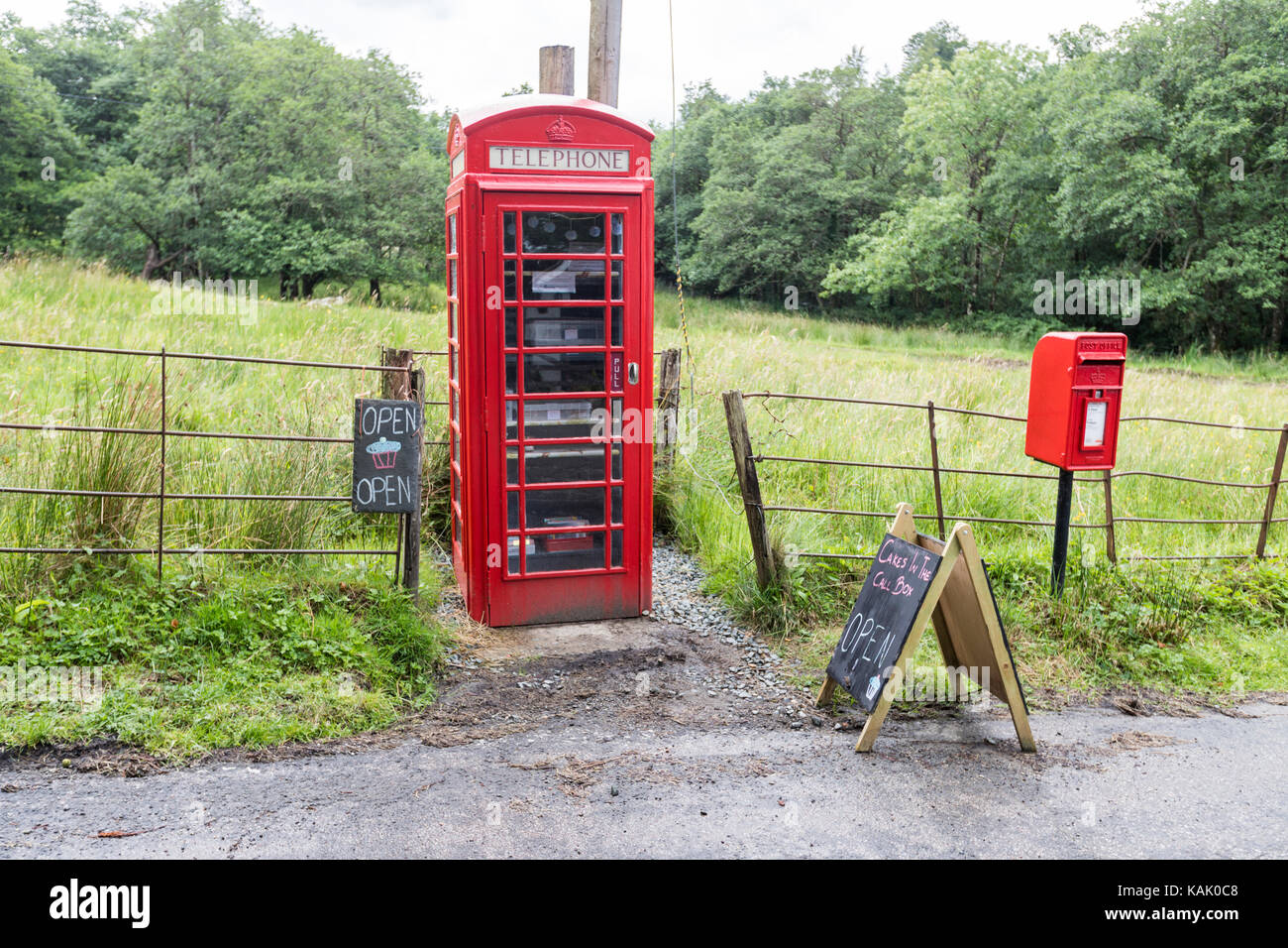 telephone-red-box-uses-to-sell-cakes-sel