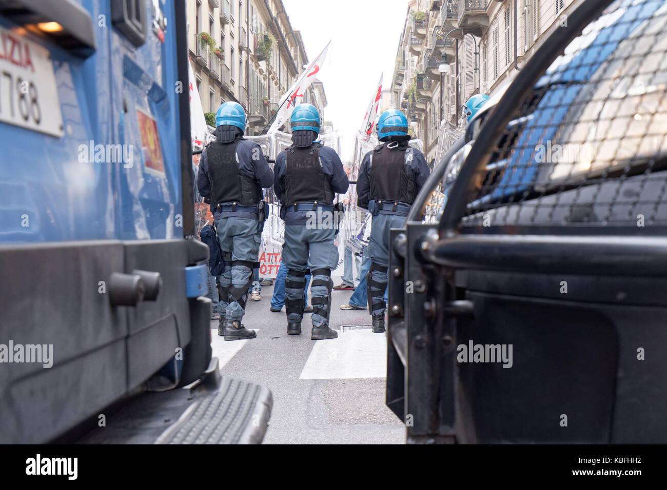 Torino, Italy. 29th September 2017. Riot Police blocking 'No TAV' (No-HSR) demonstrators during a student rally Stock Photo