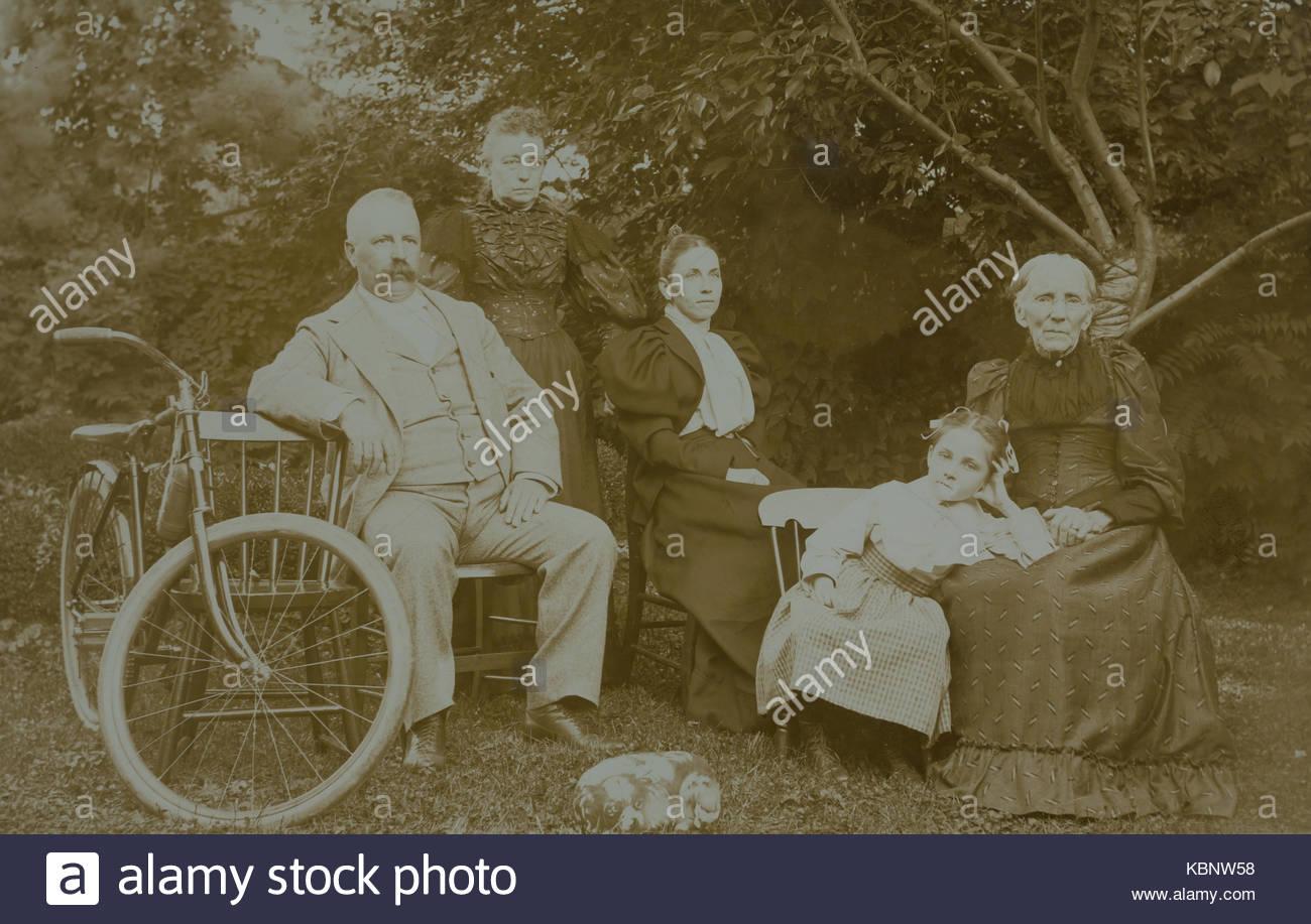 american-archive-monochrome-family-portr