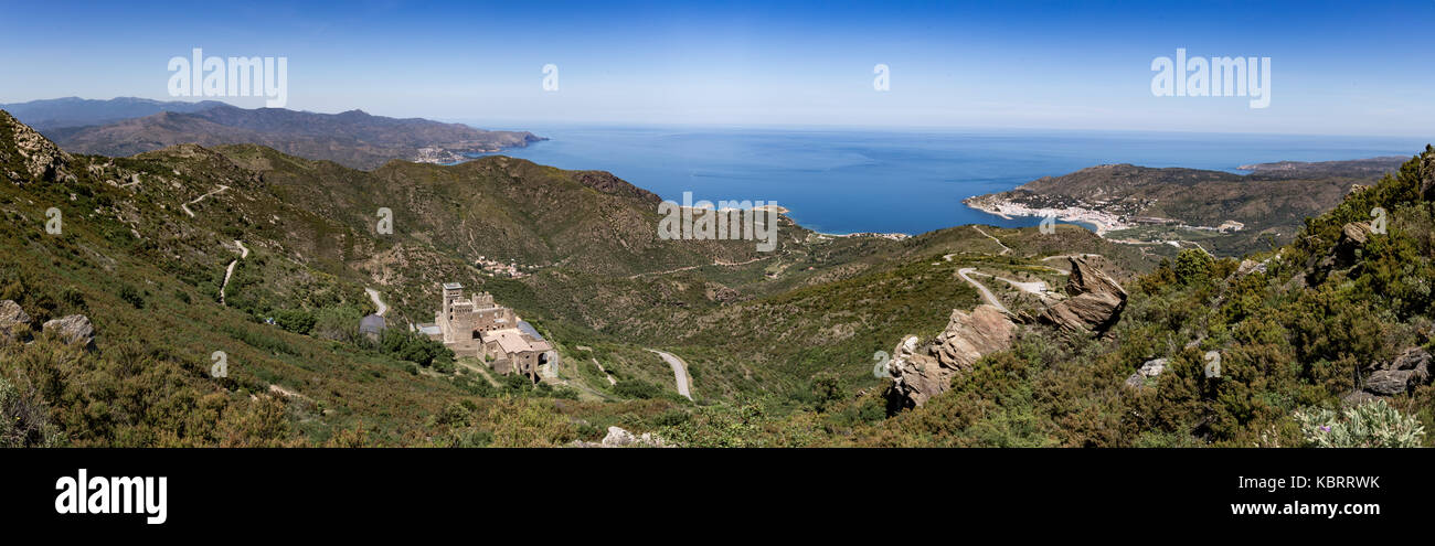Panorama from top of Serra De Roses hill of  Sant Pere de Rodes monastery and Selva city - Stock Image