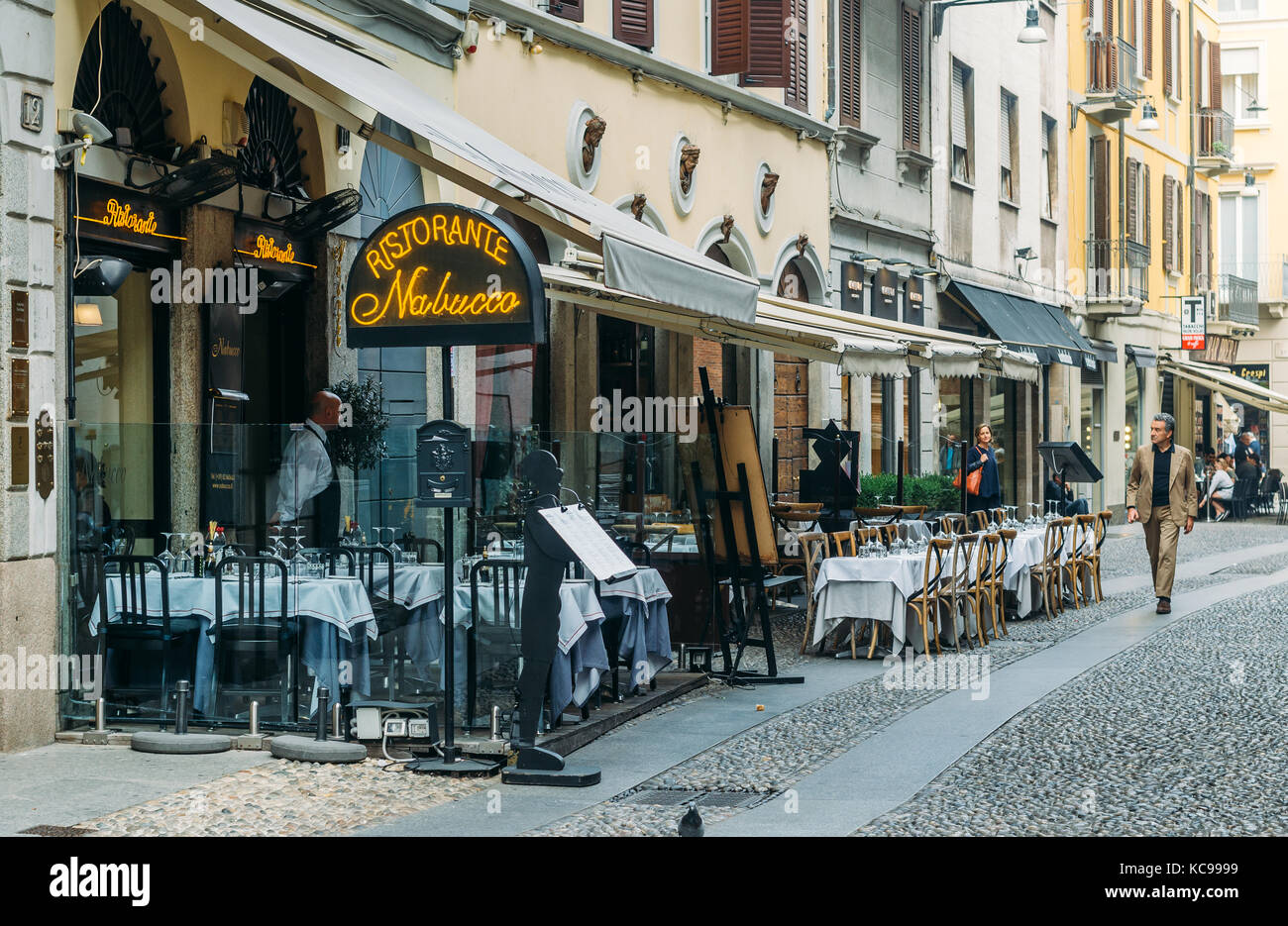 a-restaurant-in-the-fashionable-milan-italy-district-of-brera-at-aperitivo-KC9999.jpg