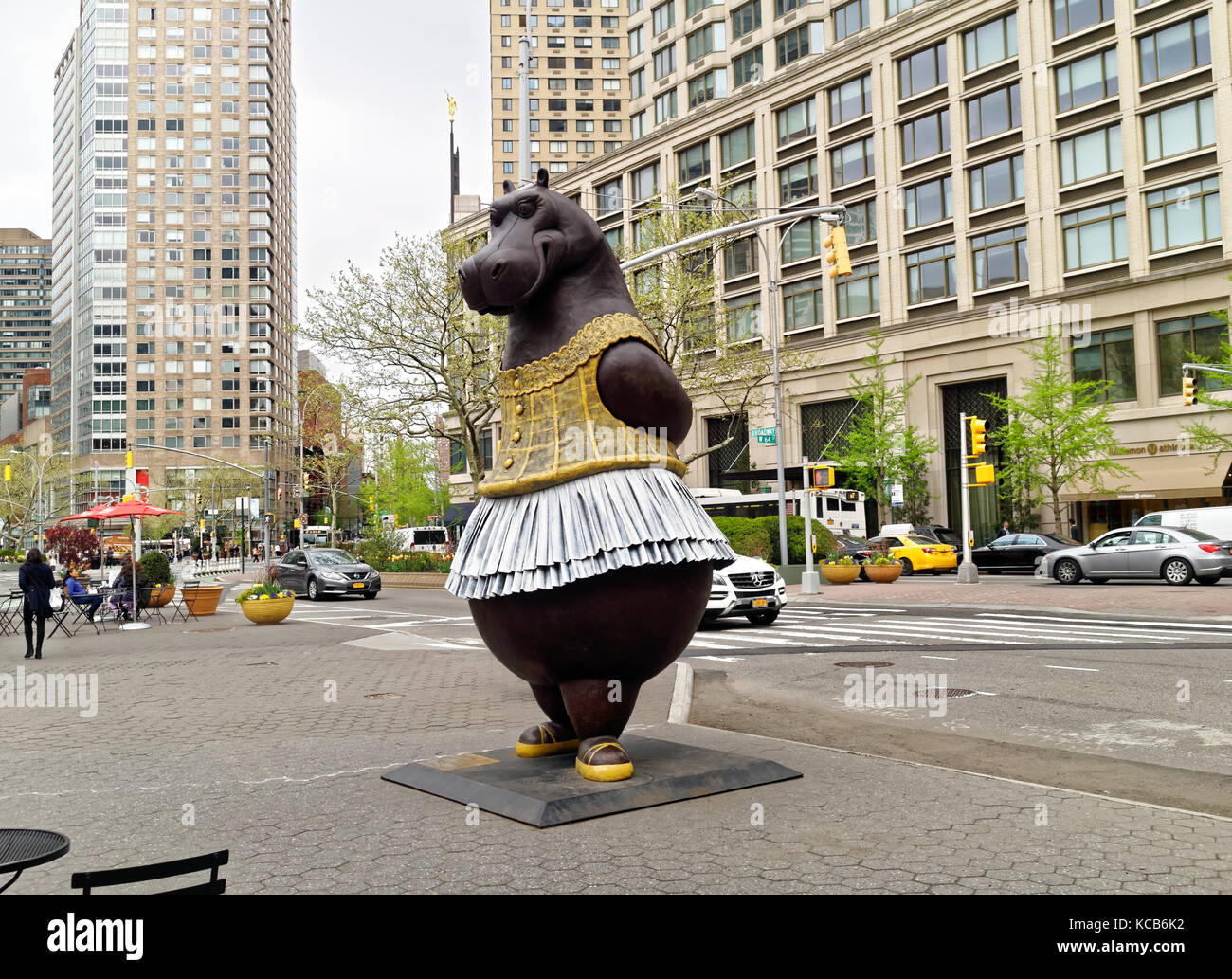 Large bronze Hippo ballerina statue at Lincoln Center by artist Bjørn Ekholm Skaarup, inspired by the Disney's - Stock Image