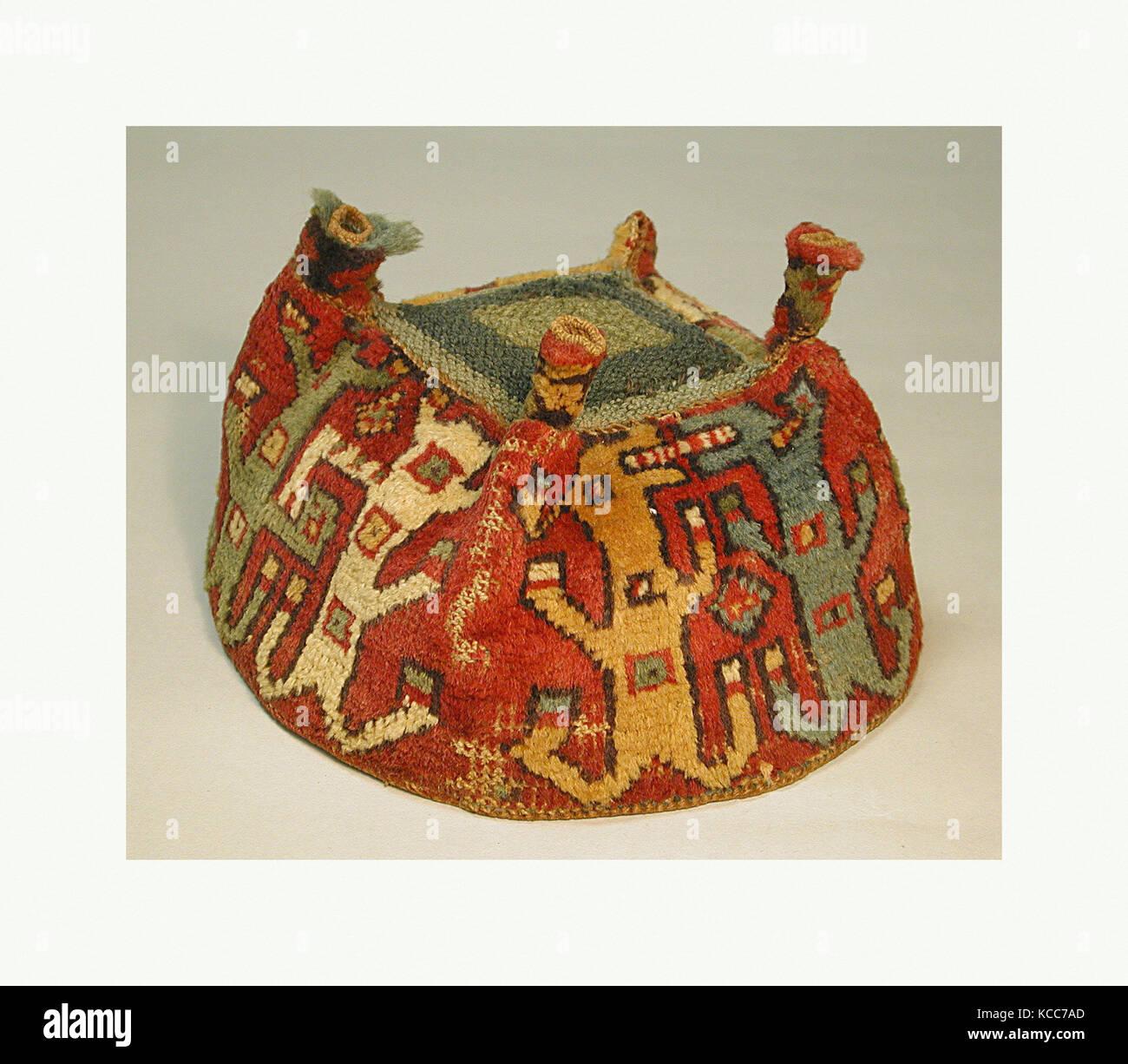 Four-Cornered Hat, 7th–9th century, Peru, Wari, Camelid hair, H x W: 4 3/4 x 7 1/4in. (12.1 x 18.4cm), Textiles - Stock Image