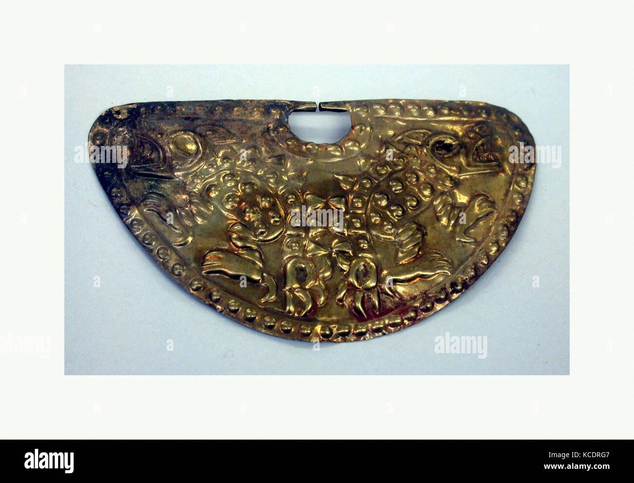 Nose Ornament, 390–450, Peru, Moche (Loma Negra), Gold, H. 2 1/4 x W. 3 7/8 x D. 1/4 in. (5.7 x 9.8 x 0.6 cm), Metal - Stock Image