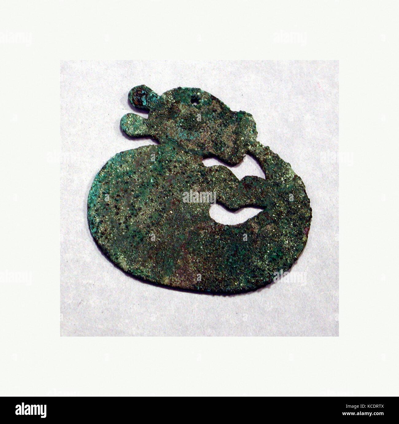 Animal Disk, A.D. 200–900, Peru, Peruvian, Copper, gilt, H x W: 3 5/16 x 3 1/8in. (8.4 x 8cm), Metal-Ornaments - Stock Image