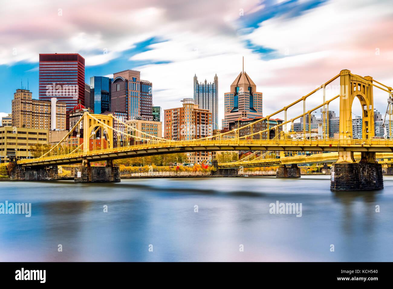 Rachel Carson Bridge (aka Ninth Street Bridge) spans Allegheny river in Pittsburgh, Pennsylvania Stock Photo