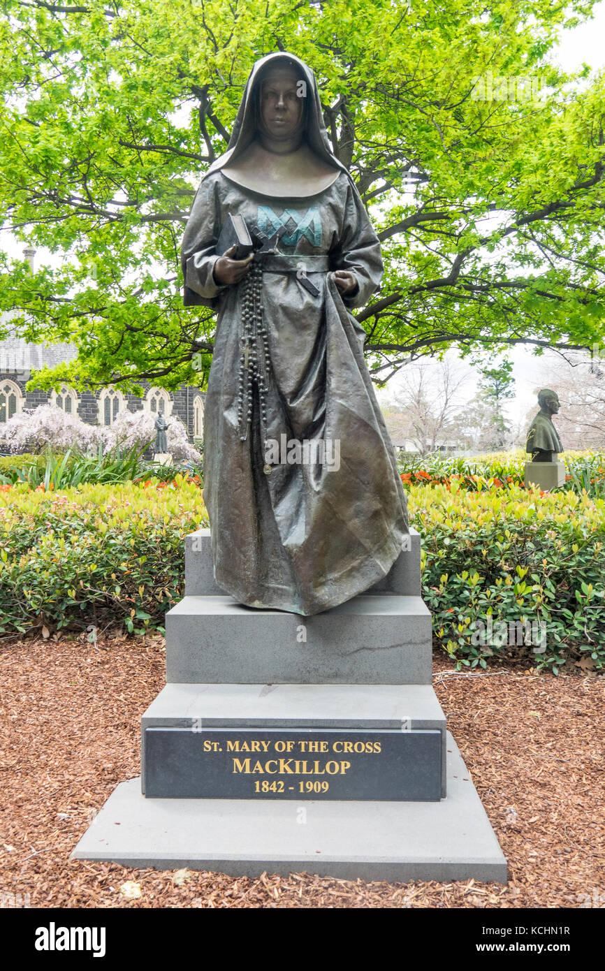 bronze-statue-of-saint-mary-of-the-cross-mackillop-KCHN1R.jpg
