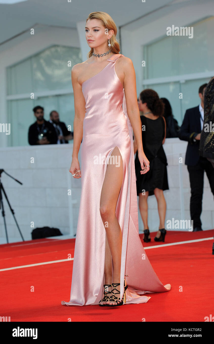 74th Venice Film Festival - 'Mother!' - Premiere  Featuring: Stella Maxwell Where: Venice, Italy When: 05 Sep - Stock Image