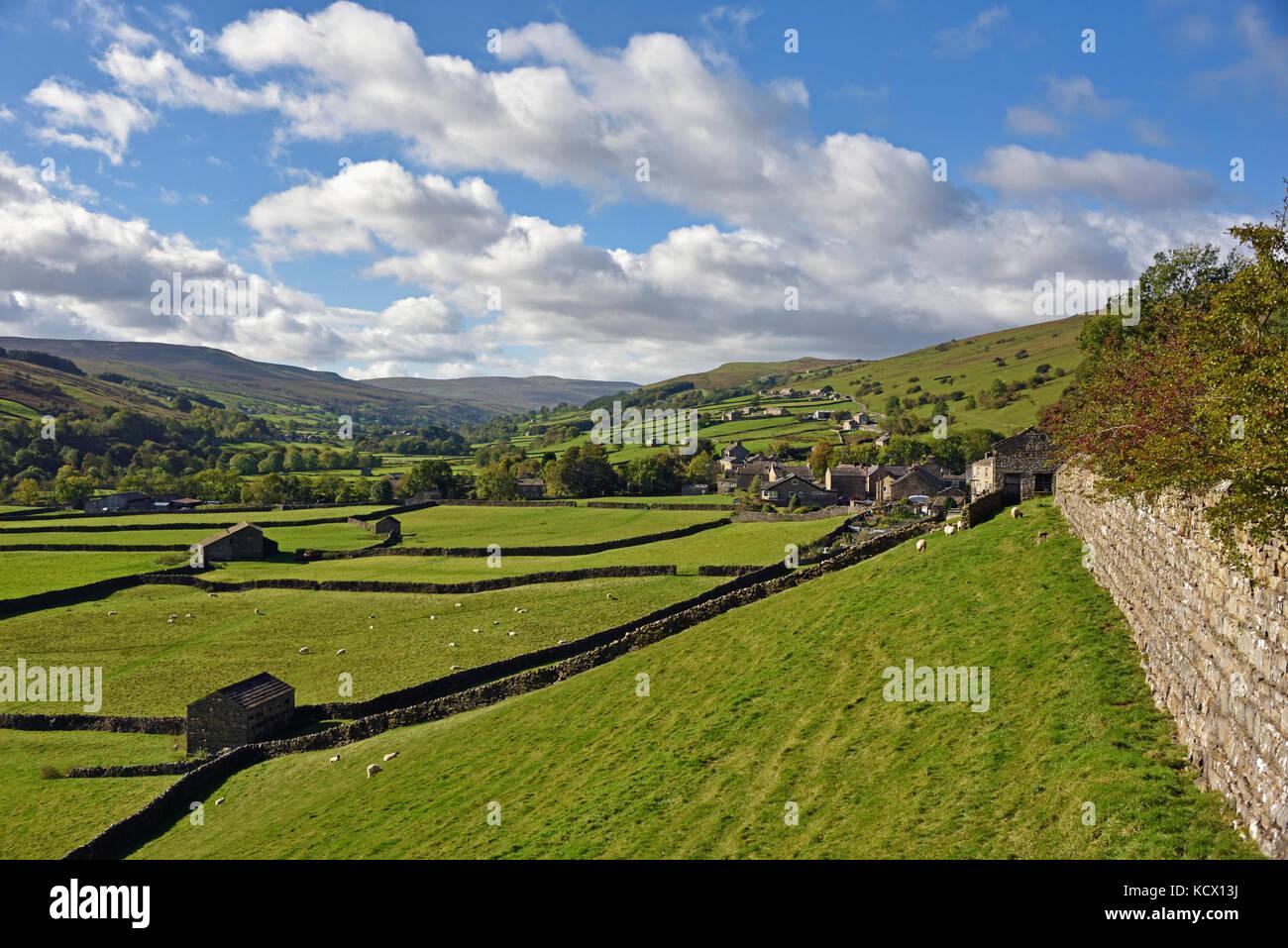 the-village-of-gunnerside-swaledale-richmondshire-north-yorkshire-KCX13J.jpg