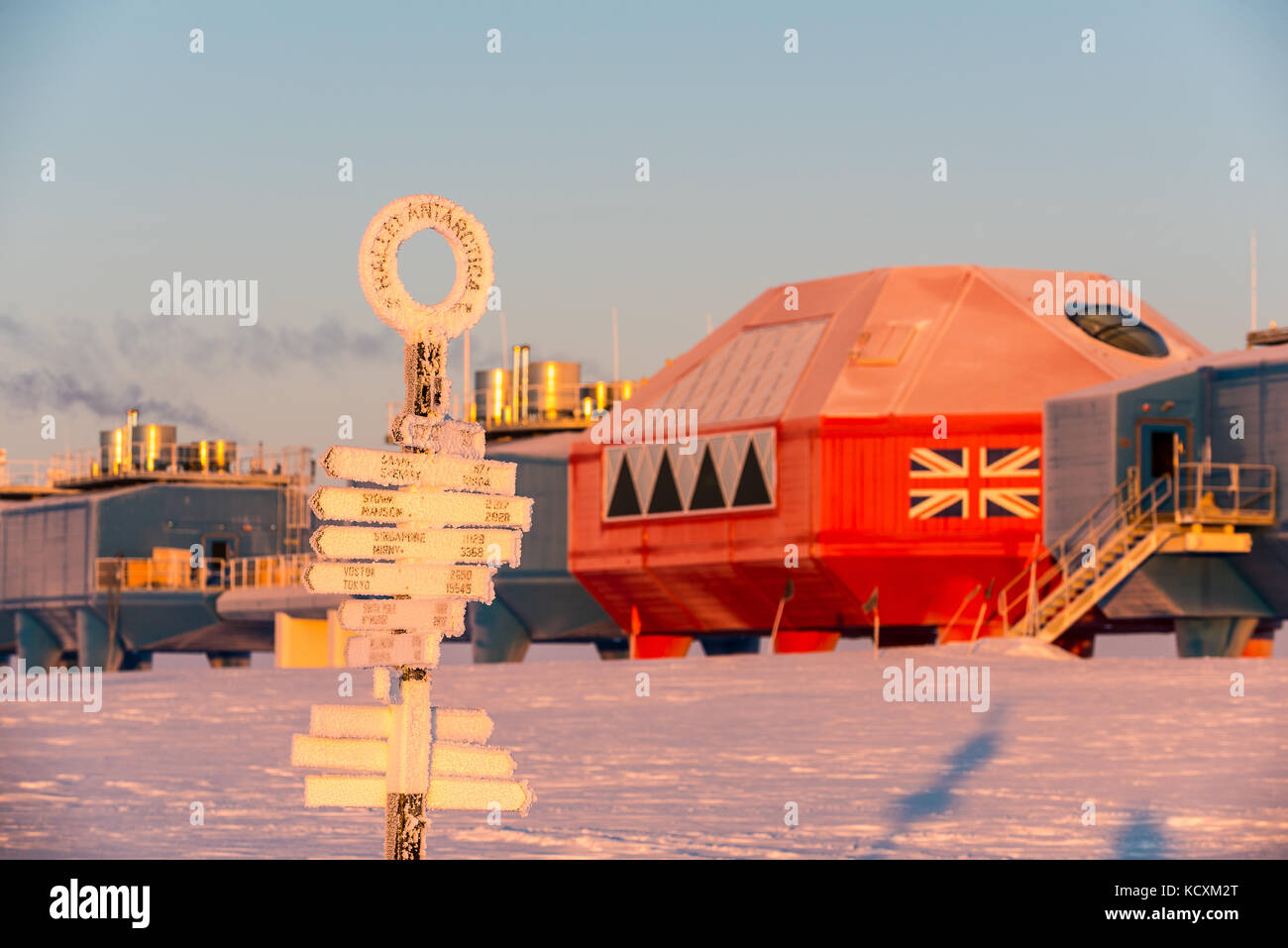 A frosty Halley Research Station in the morning sun. - Stock Image