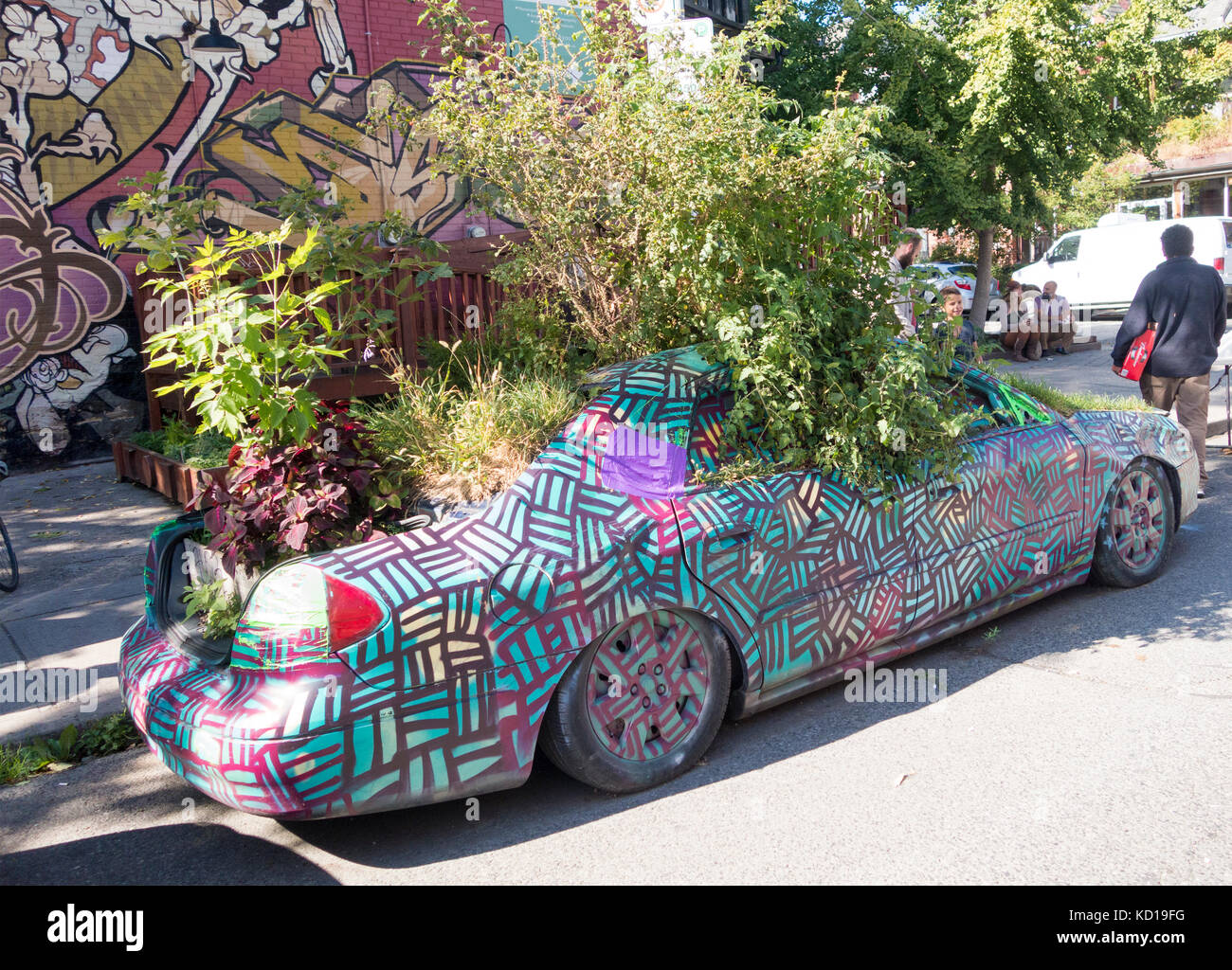the-garden-car-parked-on-augusta-street-in-kensington-market-in-downtown-KD19FG.jpg