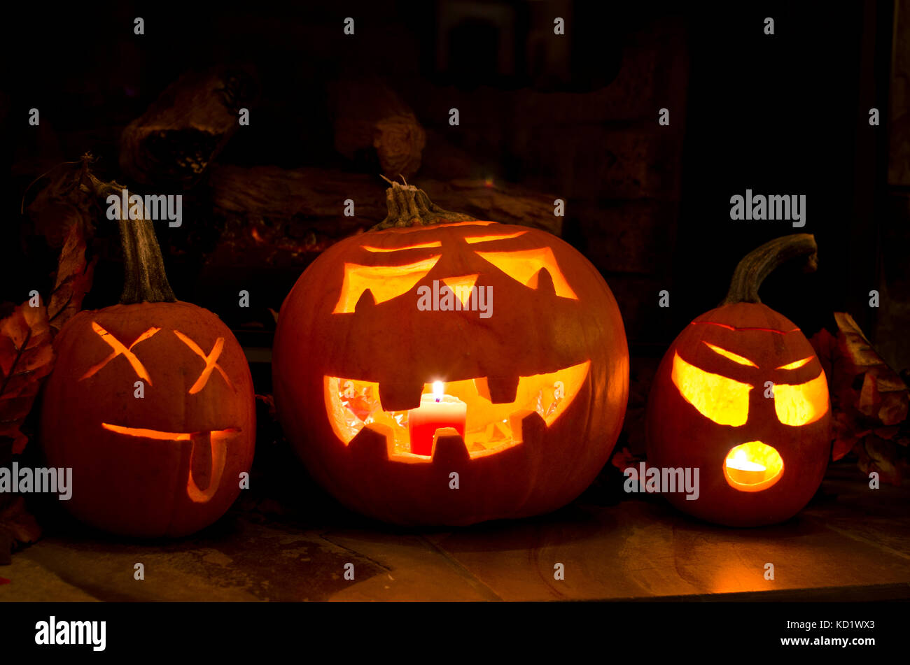 three-carved-halloween-pumpkins-jack-olanterns-at-home-pumpkin-with-KD1WX3.jpg