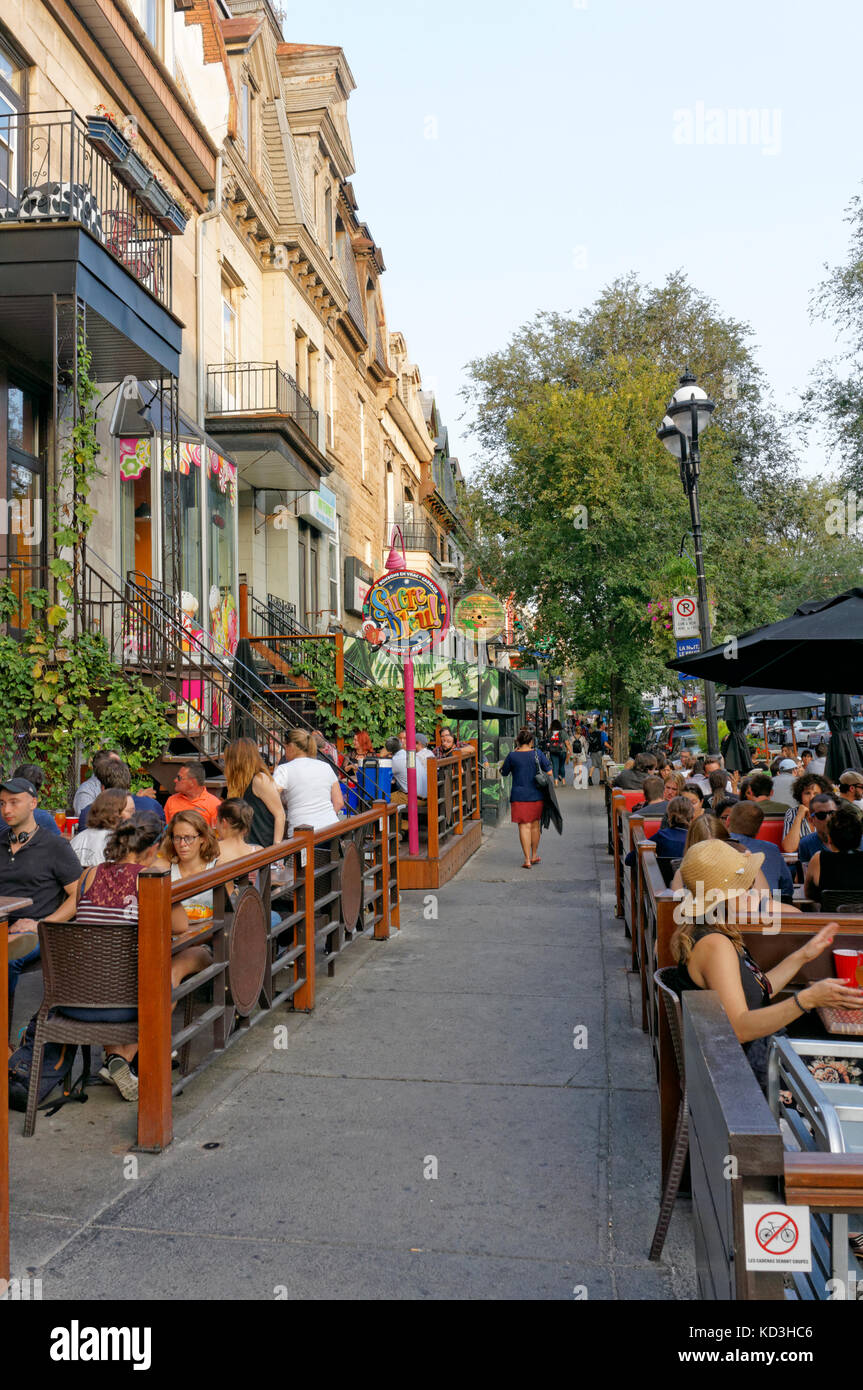 people-sitting-and-talking-in-outdoor-re