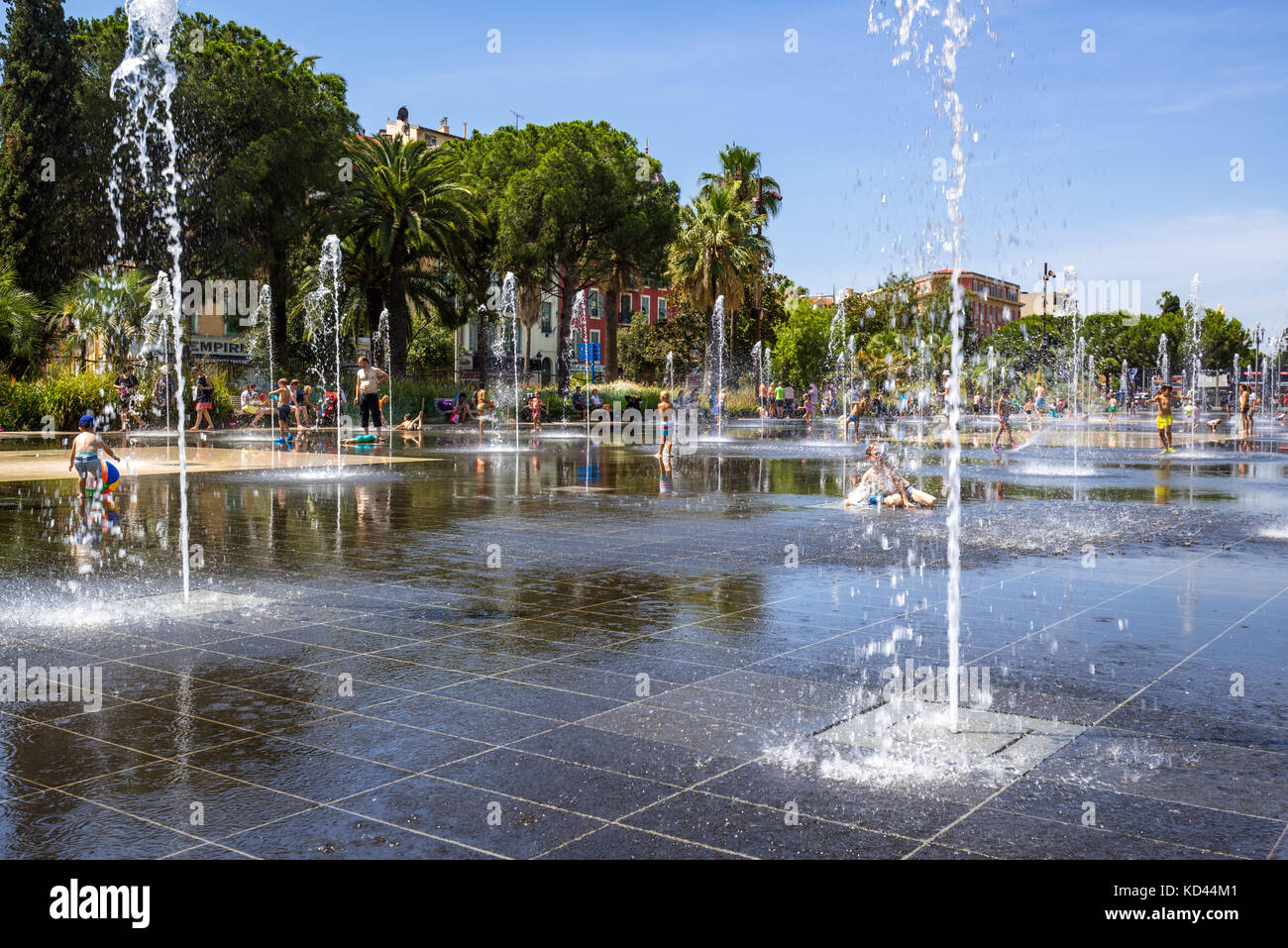 Fountains and reflecting pool of the Forum Torrin & Grassi in summer. Nice, French Riviera, Alpes-Maritimes, - Stock Image