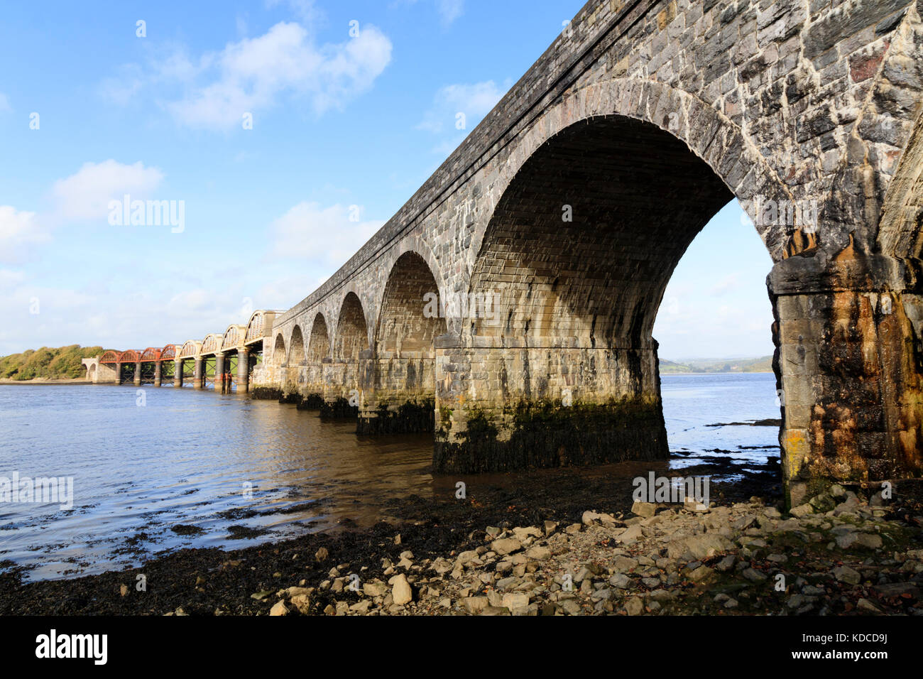 stone-and-metal-arches-of-the-rail-bridge-that-carries-the-tamar-line-KDCD9J.jpg