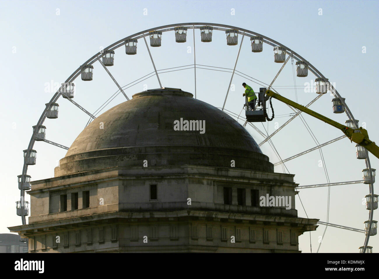 Worker tends to the roof of Remembrance Hall, Birmingham, with the Wheel of Birmingham behind, Nov 2003 Stock Photo