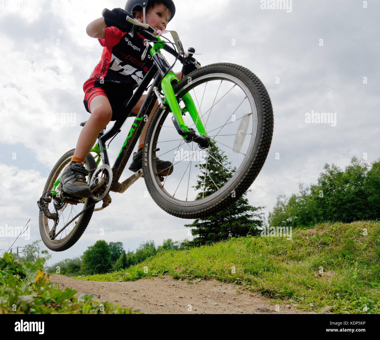 a-young-boy-5-yrs-old-jumping-in-a-mountain-bike-KDP5KP.jpg