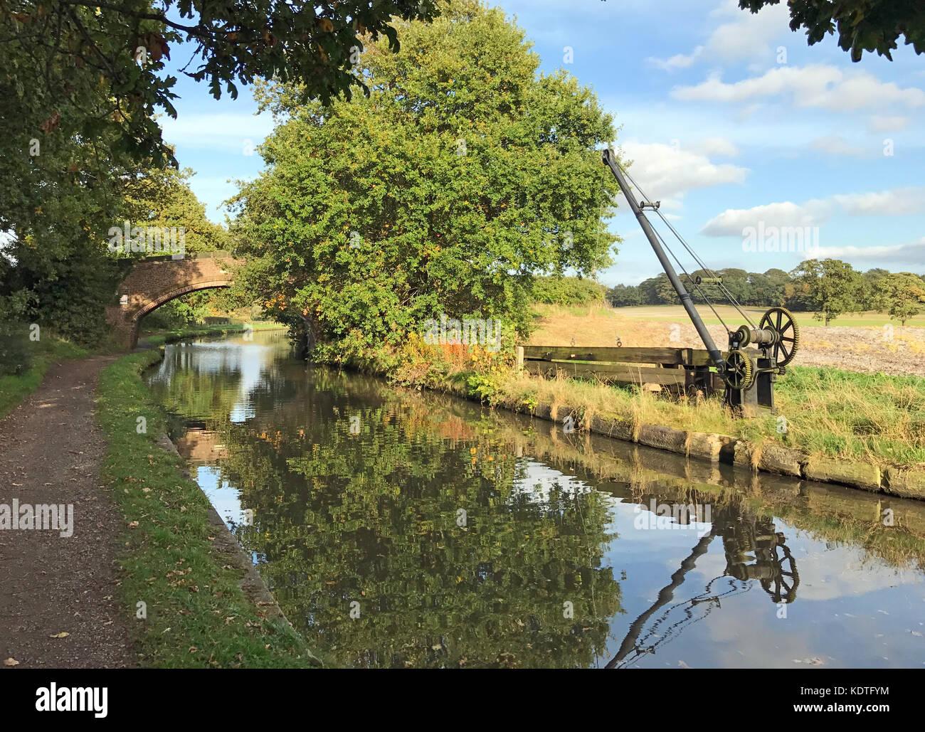 Lifting gear, Bridgewater Canal, Moore, Cheshire, England, UK - Stock Image